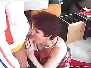 Mature Female Banged In The Ballsack By Waiter