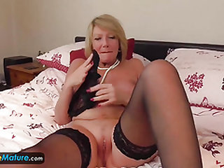 EuropeMatureMature ash-blonde Amy solo flashing