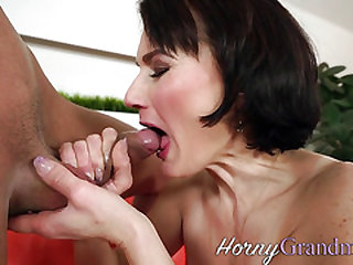 Old cougar deep throats hard-on