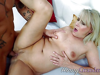 Mature fuckslut gets old beaver rode
