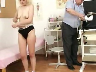 Lean granny Isabela with extremly hairy vagina